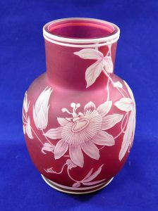 Lot 81 - A Thomas Webb cameo glass vase, with passion flower decoration, and banded foot and rim, 13cm high Est £300 - £400